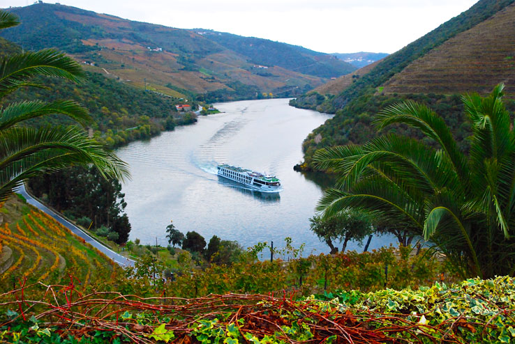 Looking west from Quinta do Pego